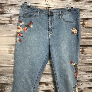 4/$20 Mossimo High Rise Jegging Crop Embroidered